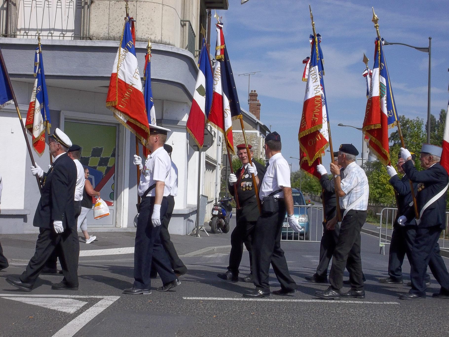 Lib ration de ch teau thierry - Port de la tenue militaire en retraite ...