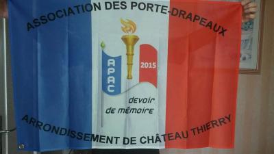 Drapeau APAC, porté par Clara FRERE, porte-drapeau titulaire de l'A.P.A.C