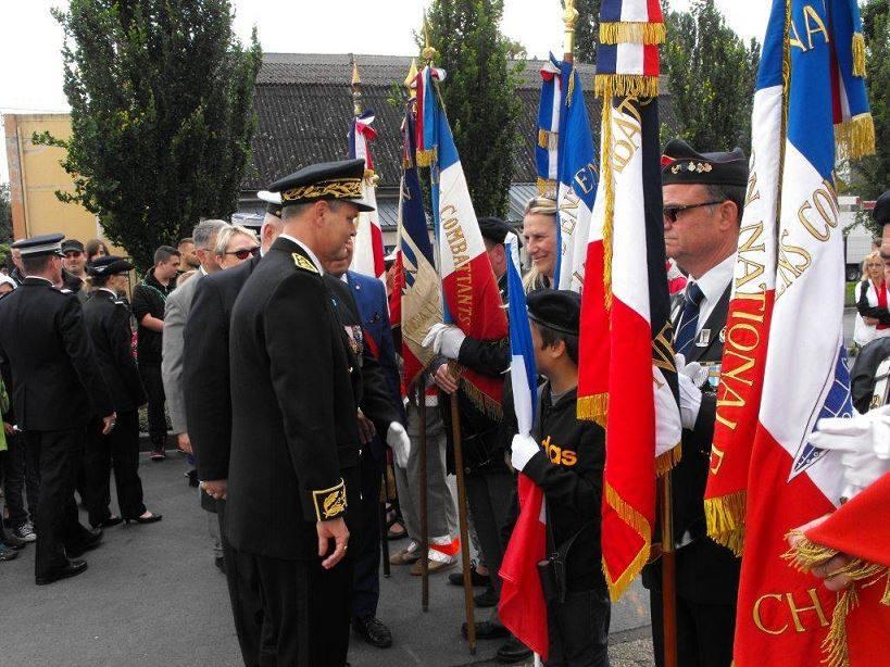 F te nationale ch teau thierry - Port de la tenue militaire en retraite ...
