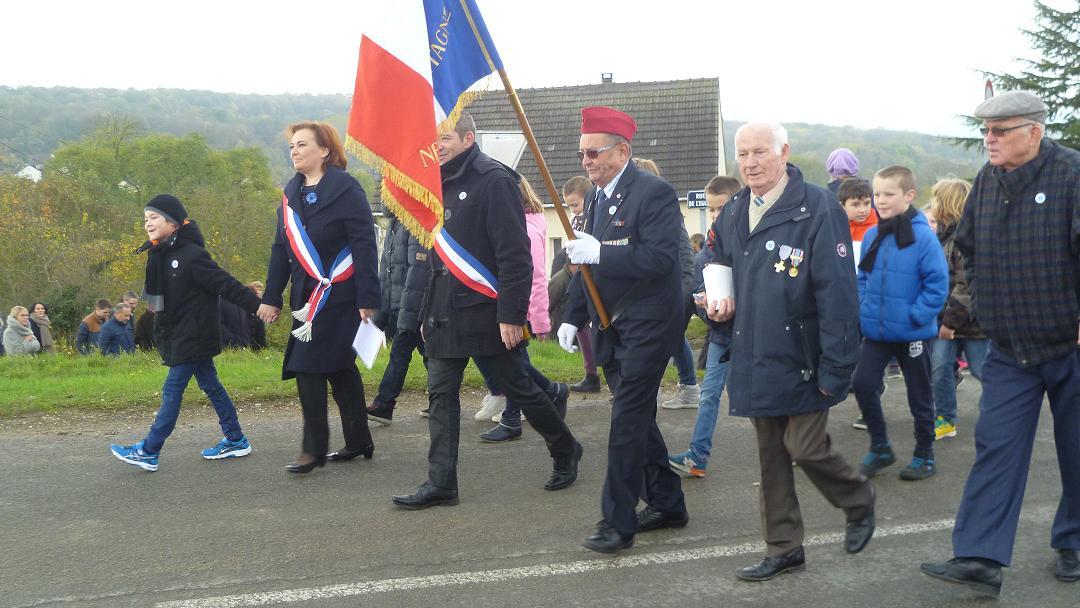 Comm moration du 11 novembre 1918 nesles la - Port de la tenue militaire en retraite ...