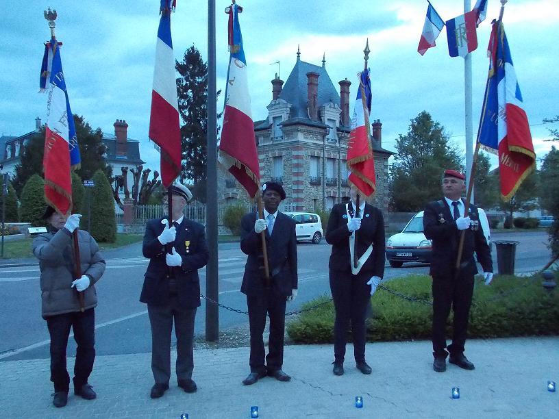 Hommage national aux mpf de la bataille du - Port de la tenue militaire en retraite ...