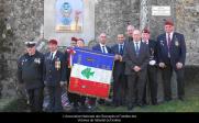 Association des victimes du DRAKKAR avec leur drapeau