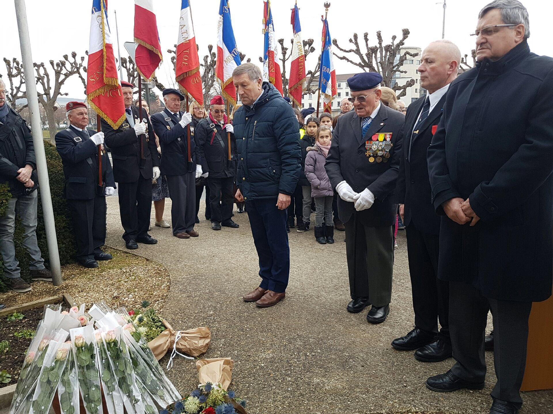 Journ e d 39 hommage aux victimes de la barbarie - Port de la tenue militaire en retraite ...