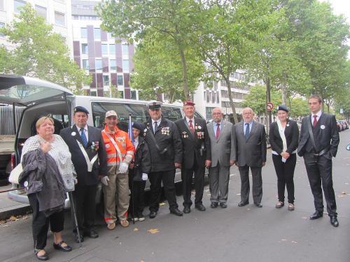 photo de groupe, arrivée à l'Arc de Triomphe