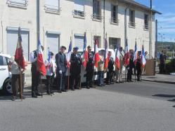 1ère rangée de porte-drapeaux
