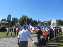 Honneurs rendus par les porte-drapeaux