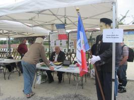 Le Président de l'APAC et un visiteur de Fère en Tardenois